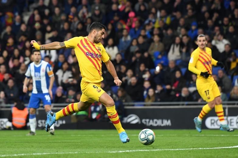Barcelona rozpoczyna rok od remisu w derbach