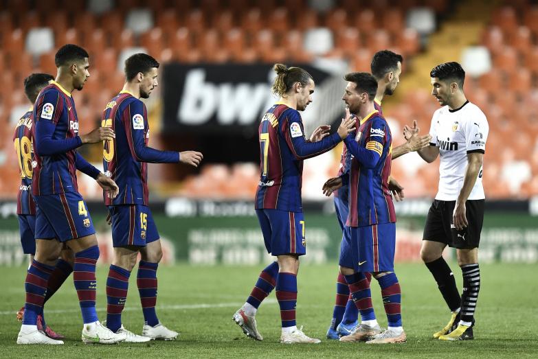 Barcelona wygrywa na Mestalla i wciąż liczy się w walce o tytuł!