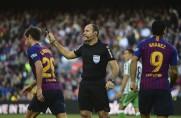 Niespotykany błąd Mateu Lahoza w spotkaniu Barcelony z Realem Betis