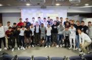 Barça rozmawia z piłkarzami z La Masii na temat Johana Cruyffa w trzecią rocznicę jego śmierci